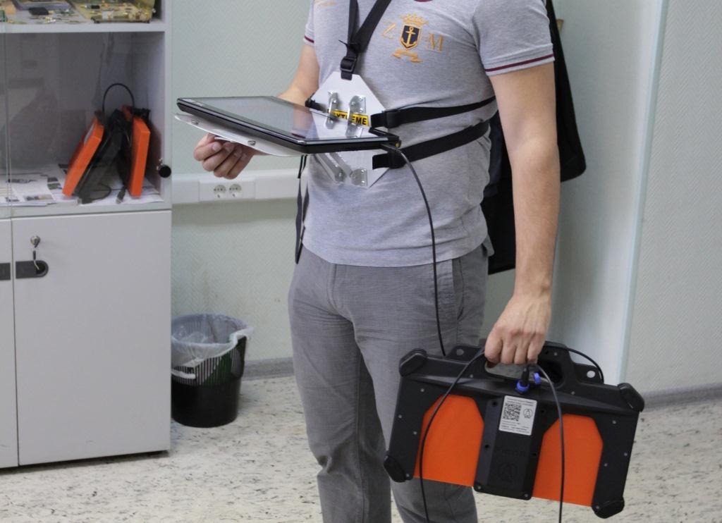 Крепление планшета на тело оператора